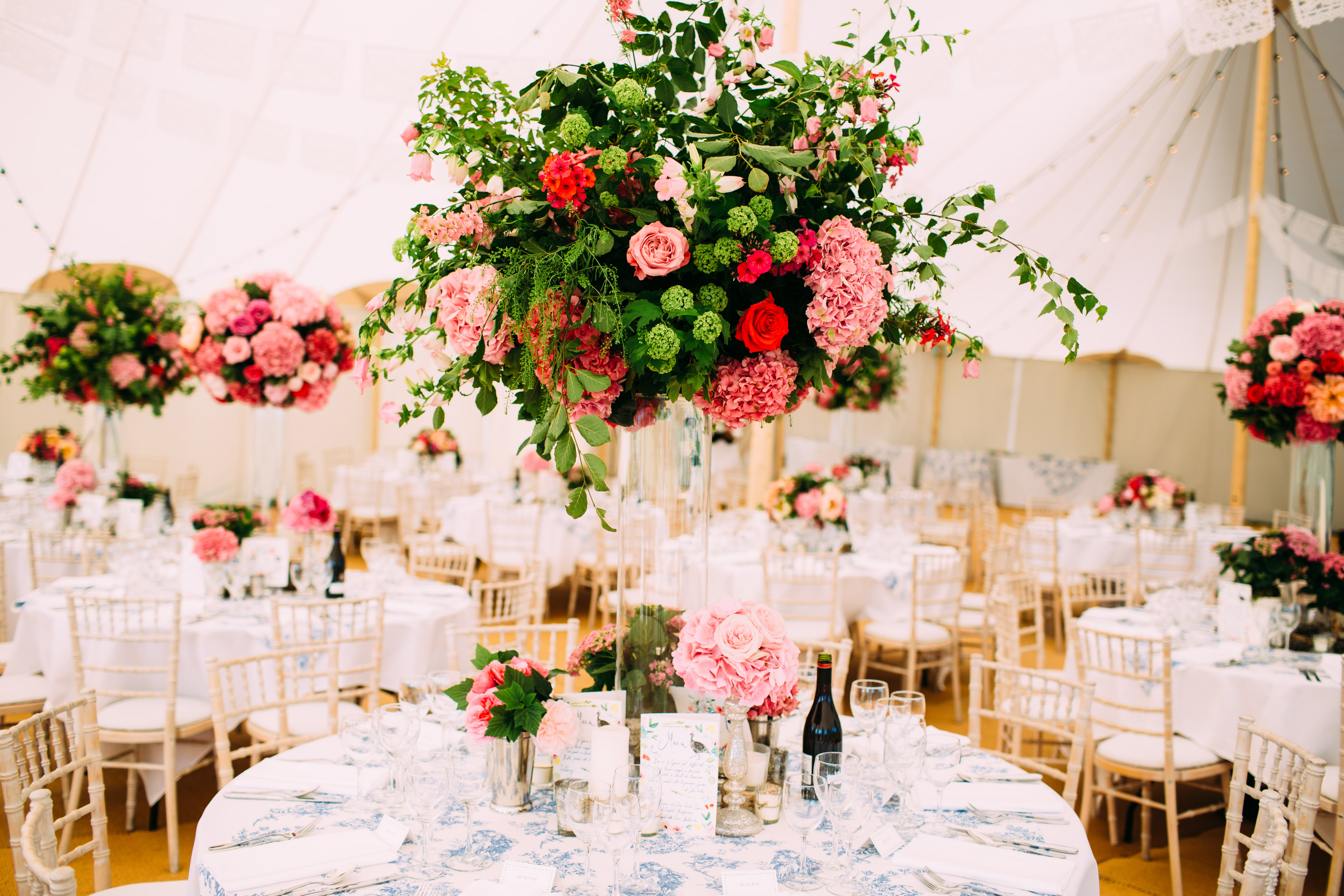 Beautiful & bright florals by Rose & Spade (formally Hart Company) for PapaKåta Sperry Tent couple Chloe & Charlie. Image by Helen Abraham Photography