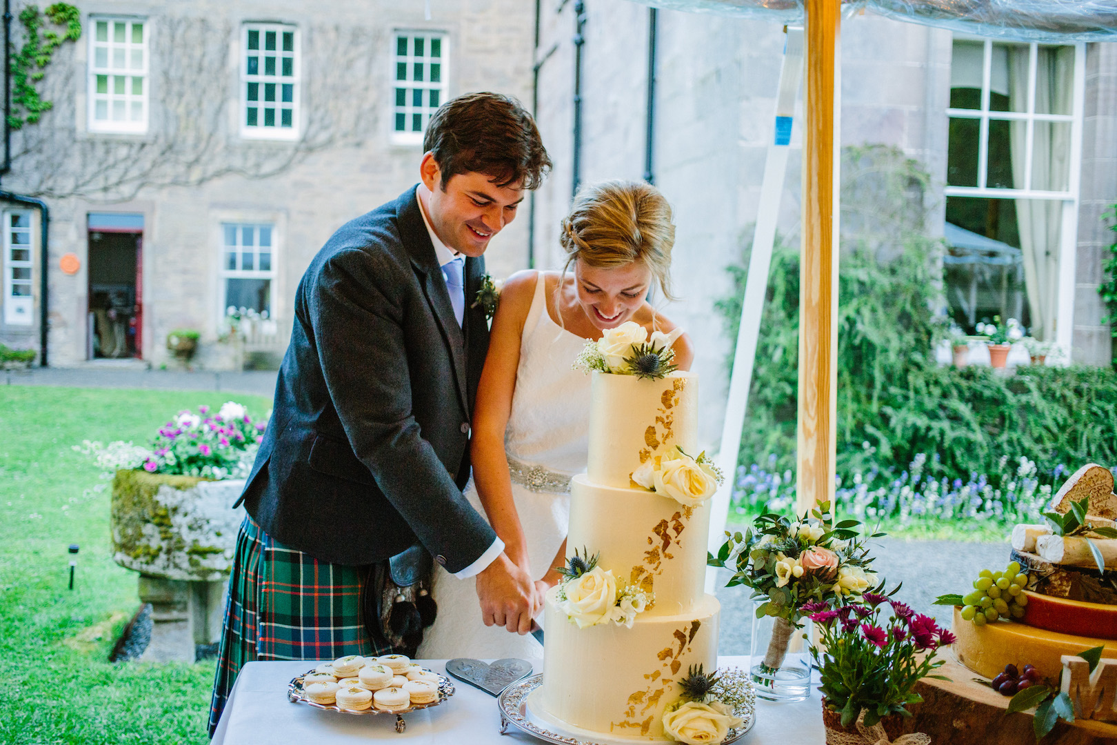 Alice & Alex's PapaKåta Sperry Wedding at Dunsinnan House, Scotland - Cutting the Cake