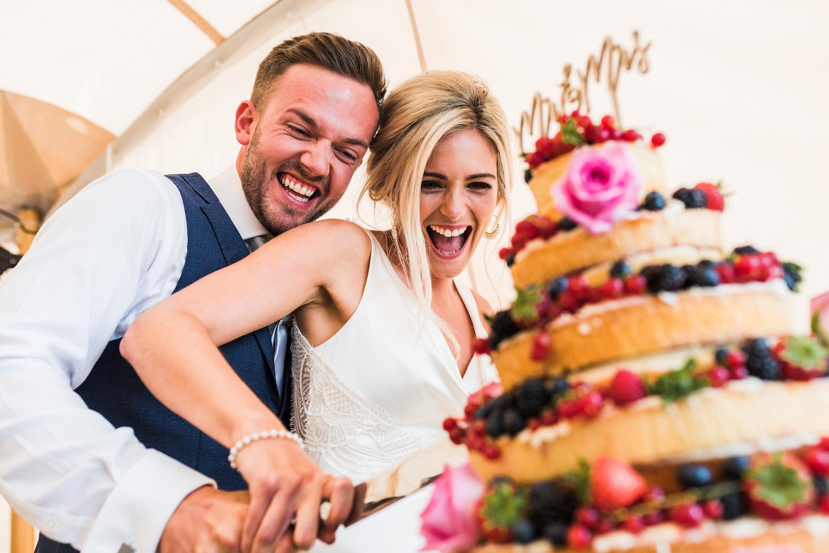 Sarah and Joe's PapaKata Sperry Wedding: Cutting the cake