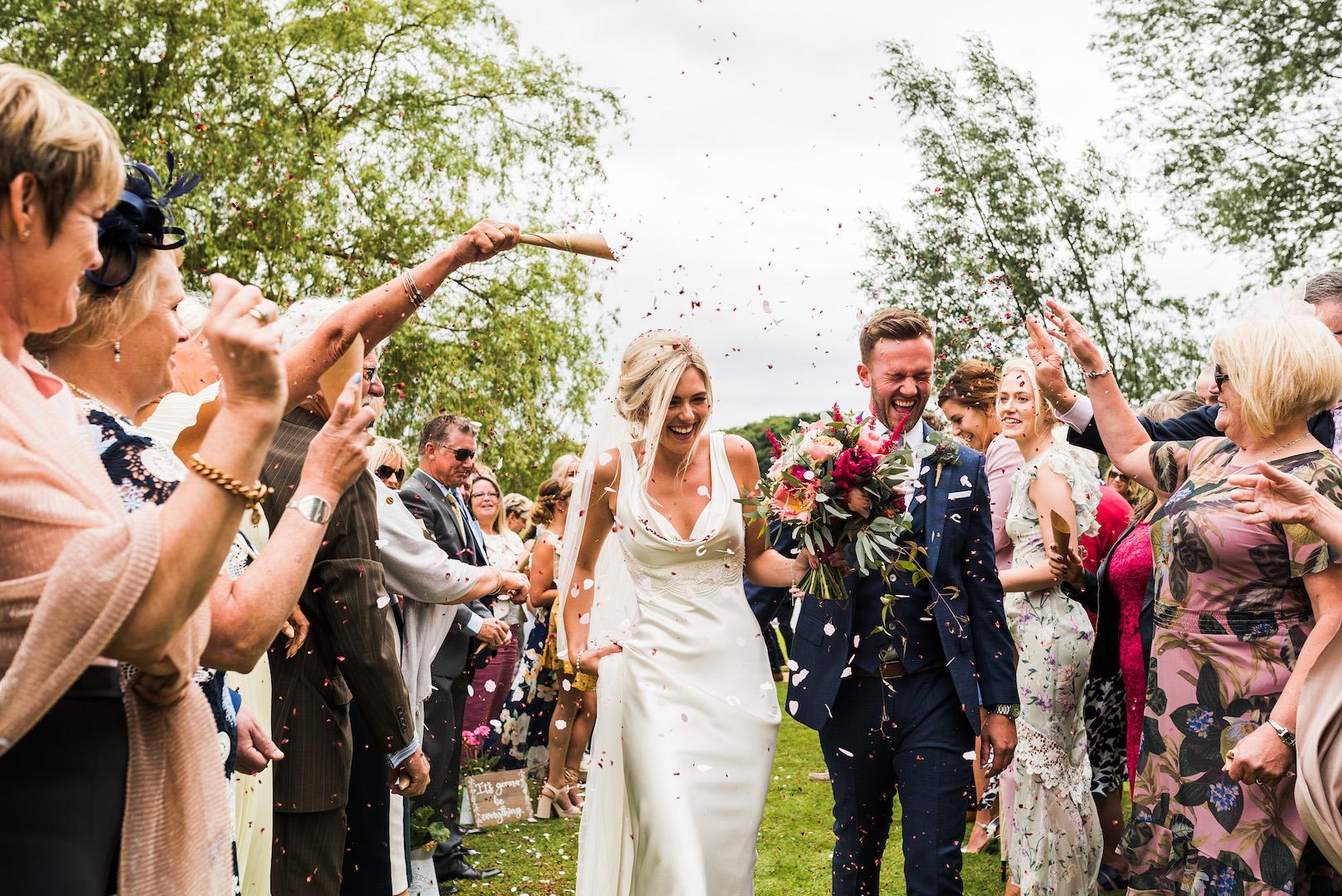 Sarah and Joe's PapaKata Sperry Wedding: Confetti throw