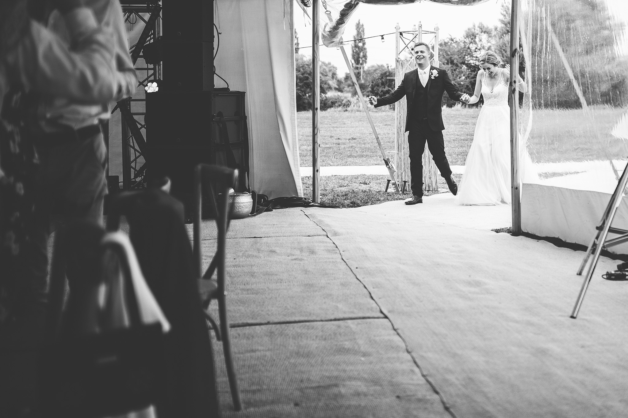 PapaKåta Sperry Wedding in Oxfordshire by Harry Michael Photography- Making an entrance