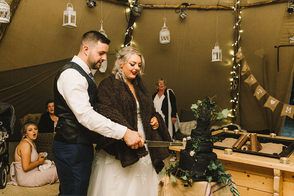 PapaKata Chilled DIY Festival Inspired Teepee Wedding Captured by Anna Wood Photography- Cutting the Wedding Cake