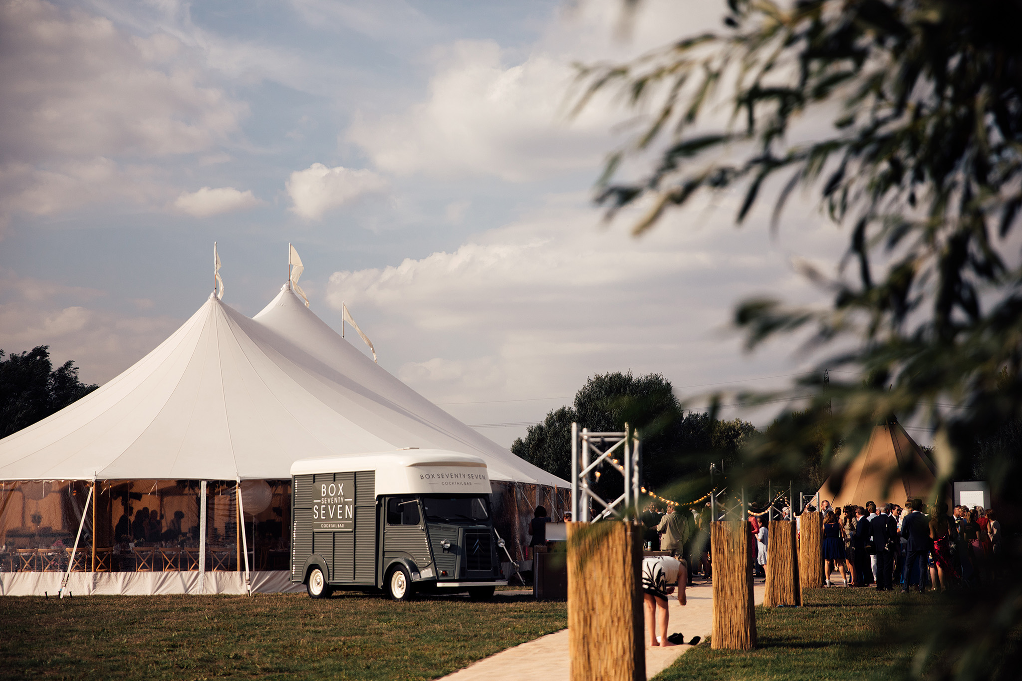 PapaKåta Sperry Wedding in Oxfordshire by Harry Michael Photography- Sperry Tent exterior