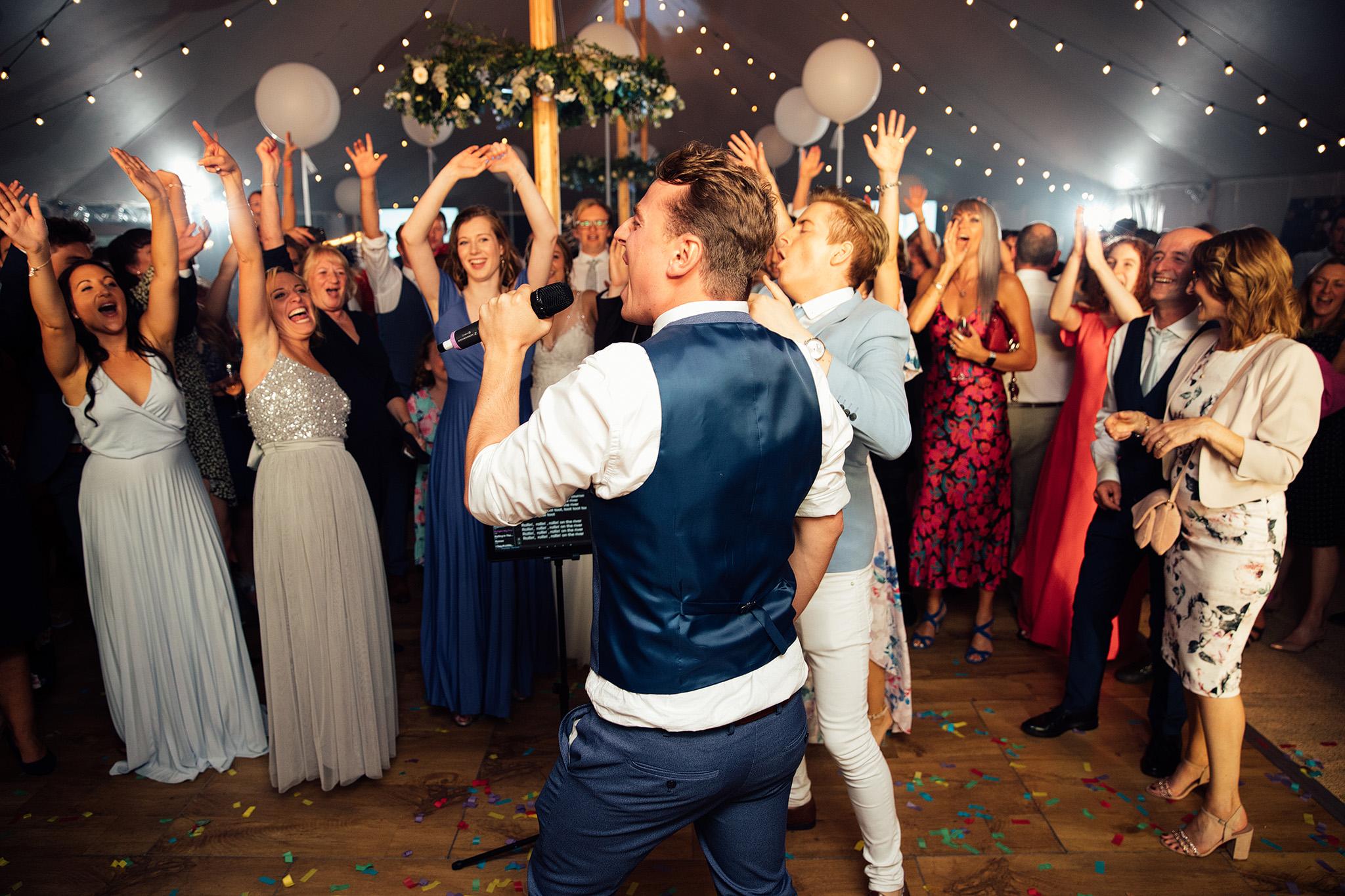 PapaKåta Sperry Wedding in Oxfordshire by Harry Michael Photography- Karaoke