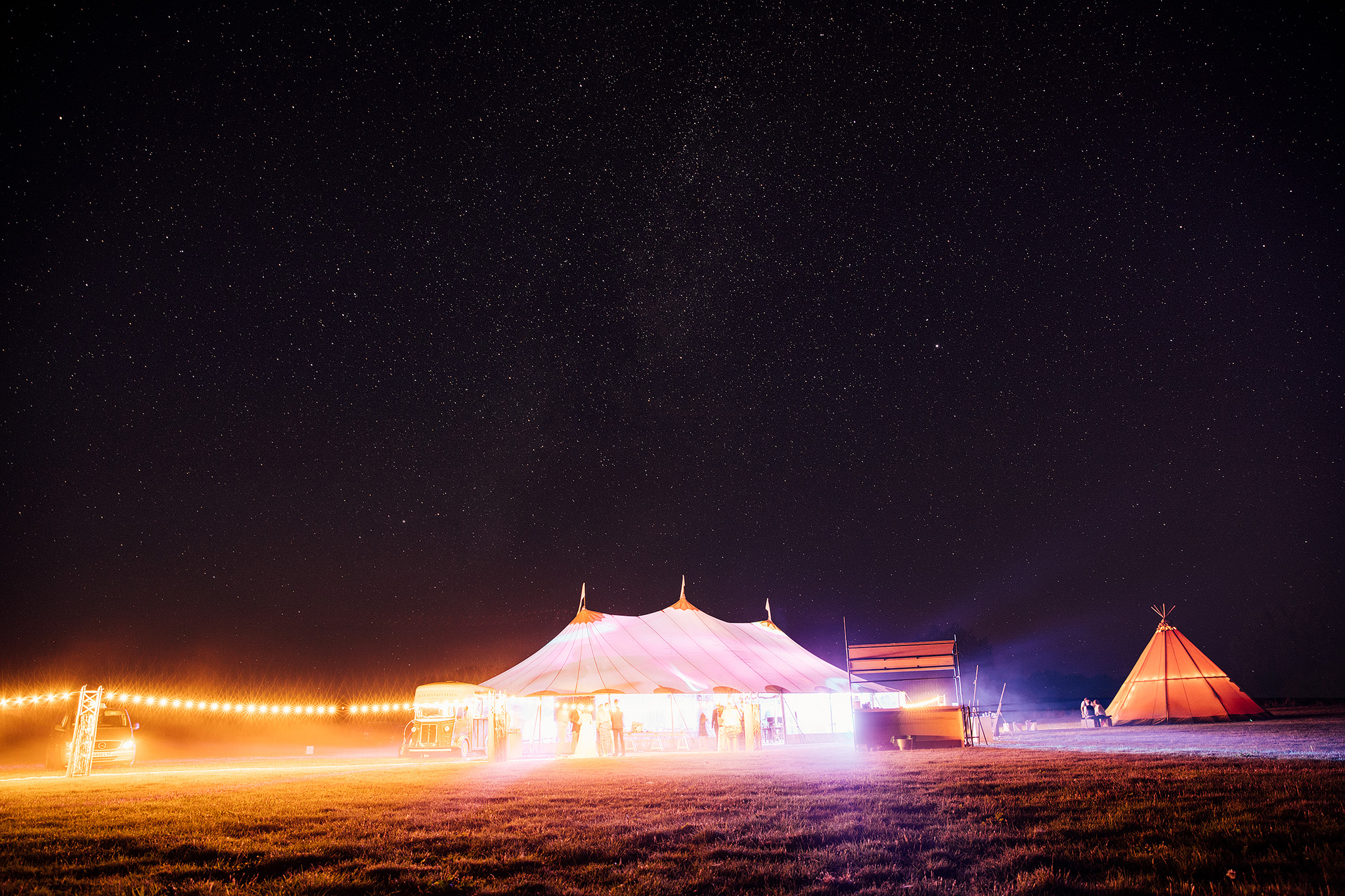 PapaKåta Sperry Wedding in Oxfordshire by Harry Michael Photography- Sperry Tent exterior at night