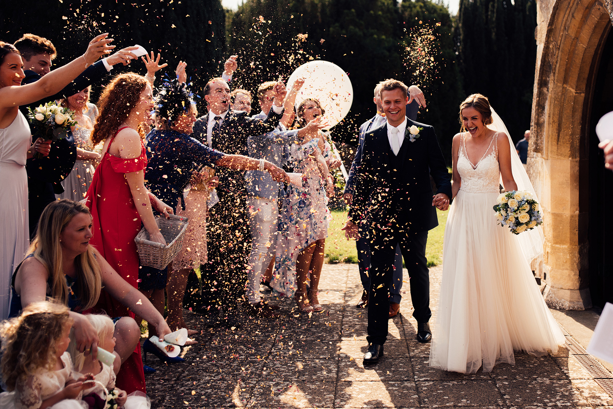PapaKåta Sperry Wedding in Oxfordshire by Harry Michael Photography- Confetti throw