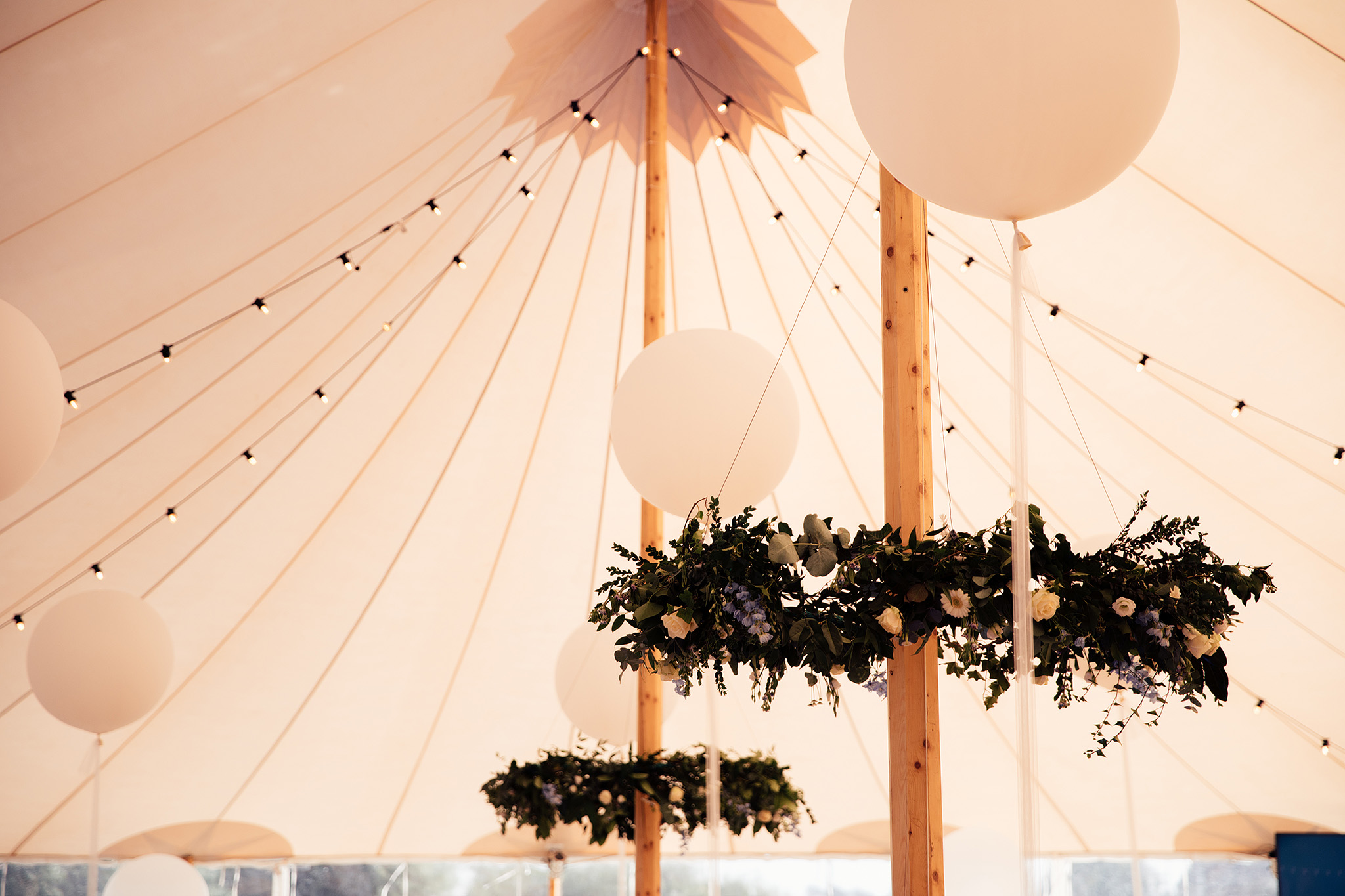 PapaKåta Sperry Wedding in Oxfordshire by Harry Michael Photography- Floral designs by Flower NV