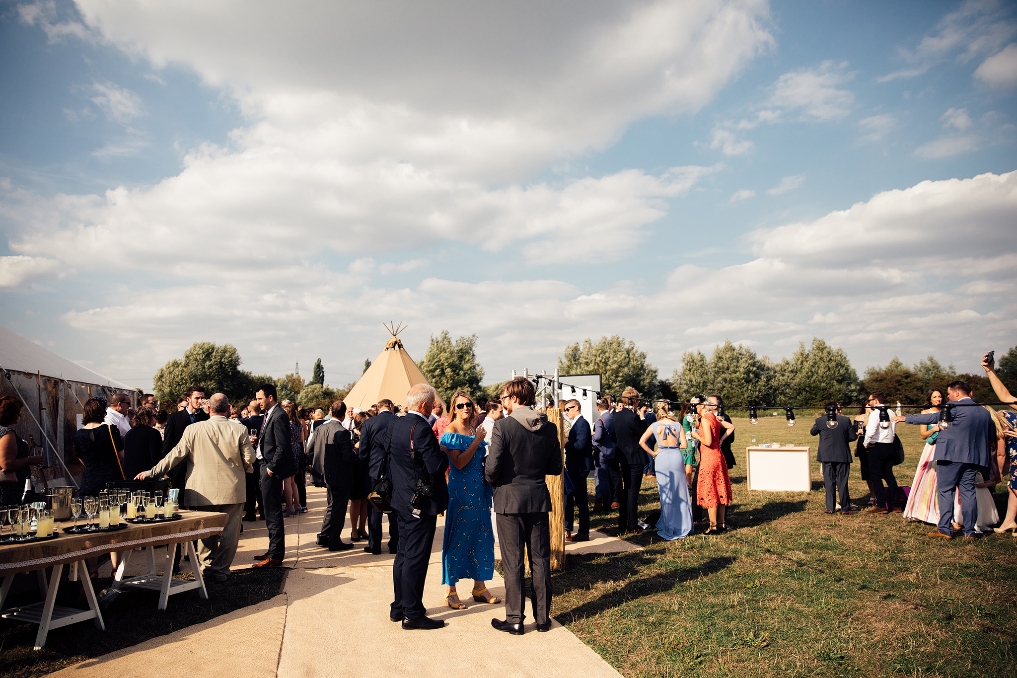PapaKåta Sperry Wedding in Oxfordshire by Harry Michael Photography- Alfresco area