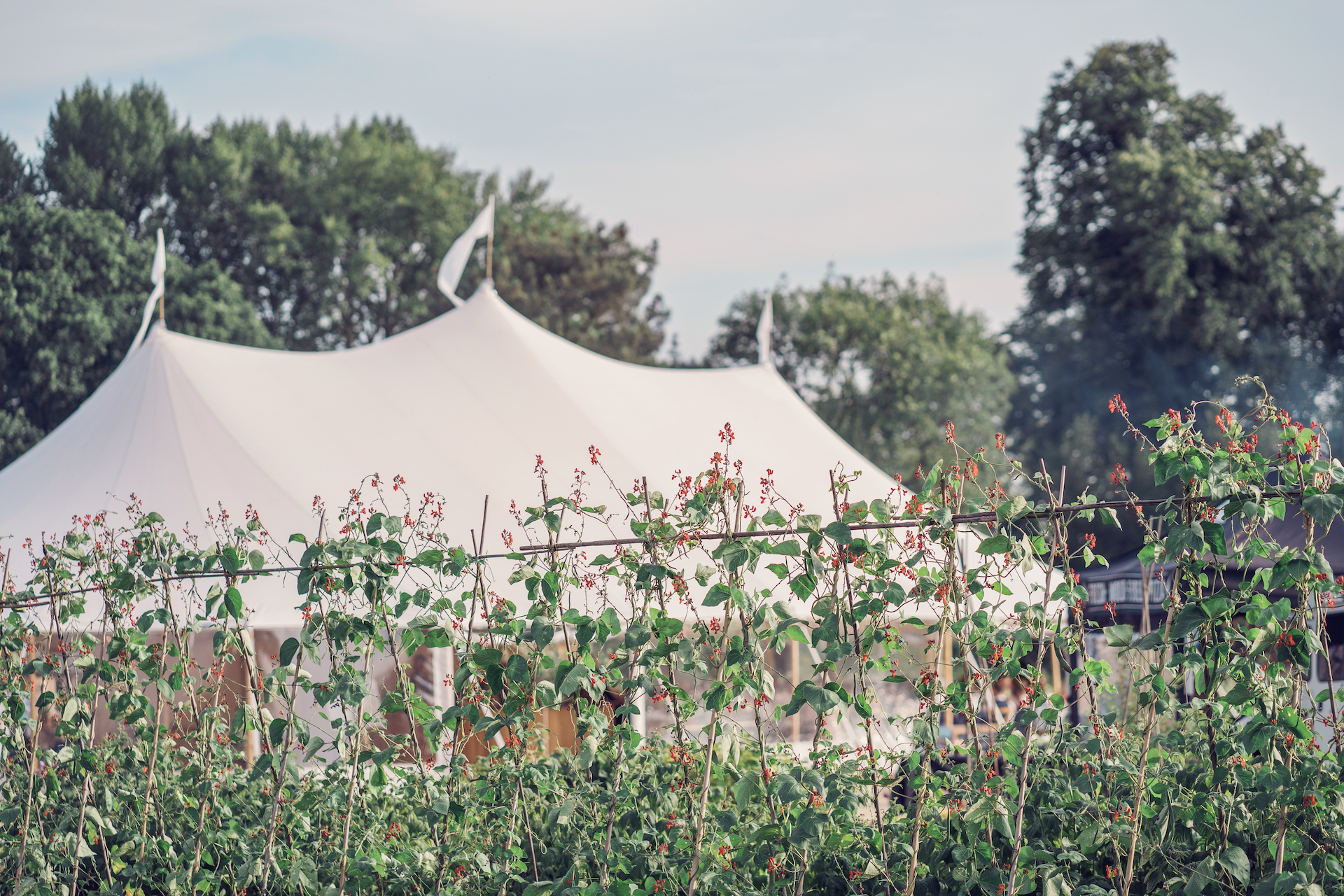 PapaKåta couple Louise & Alex's Sperry Wedding at Elford Hall Garden, Staffordshire captured by Jessica Raphael Photography- Sperry Tent Garden Wedding