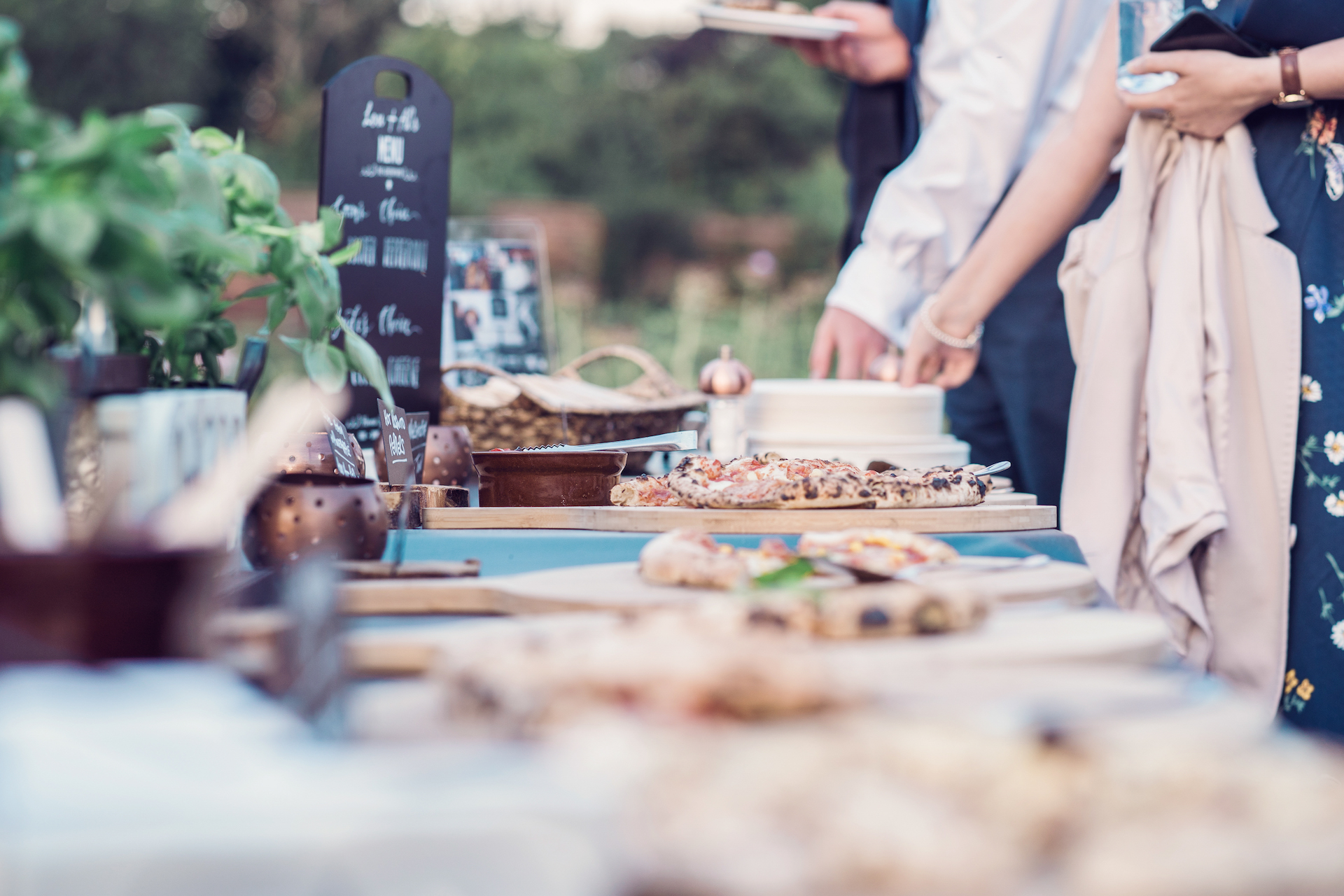 PapaKåta couple Louise & Alex's Sperry Wedding at Elford Hall Garden, Staffordshire captured by Jessica Raphael Photography- Rustic Crust Pizza station evening food