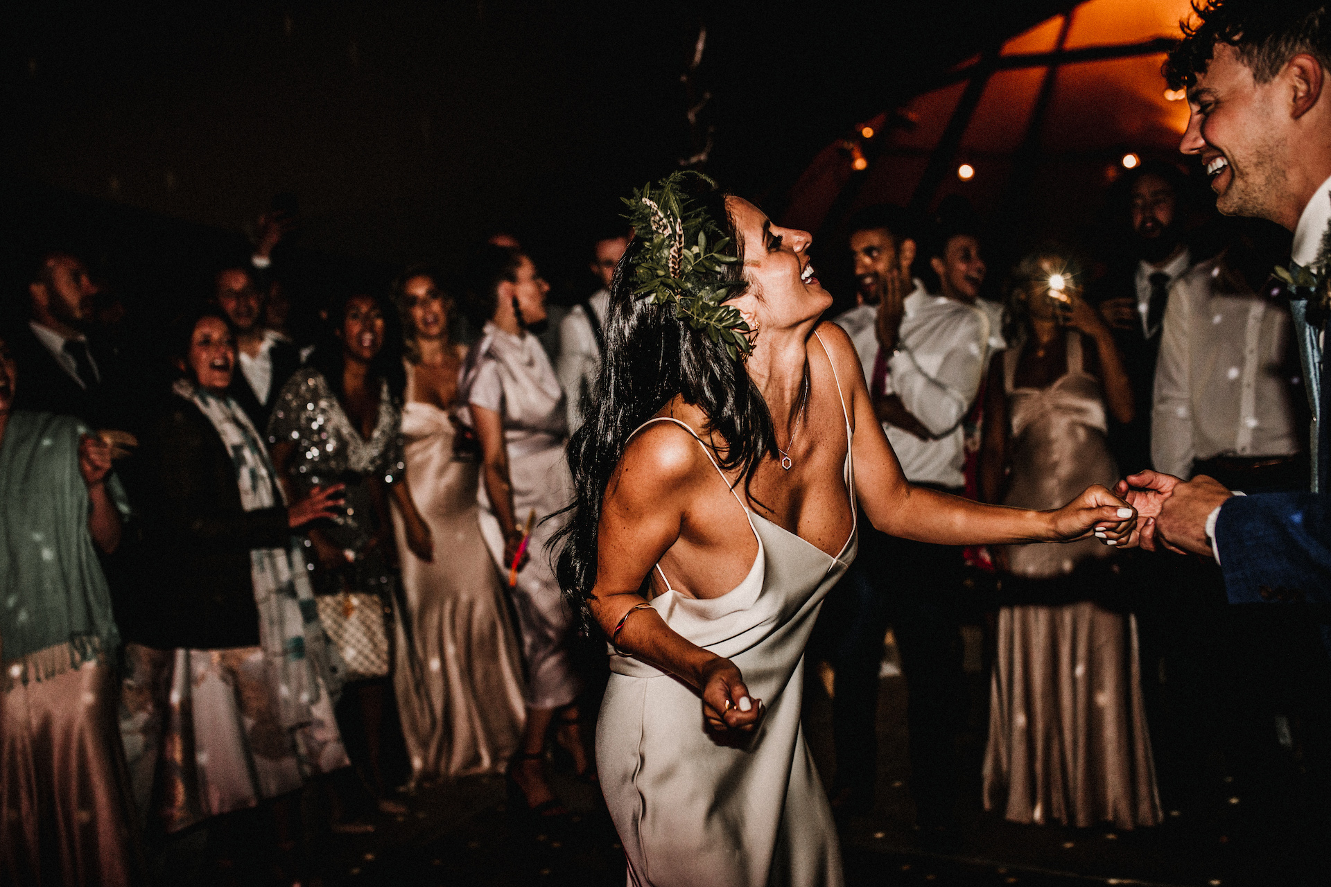 PapaKåta couple Hayley & Luke's Teepee Wedding in Ascott-Under-Wychwood, Oxon captured by Carla Blain Photography- The first dance