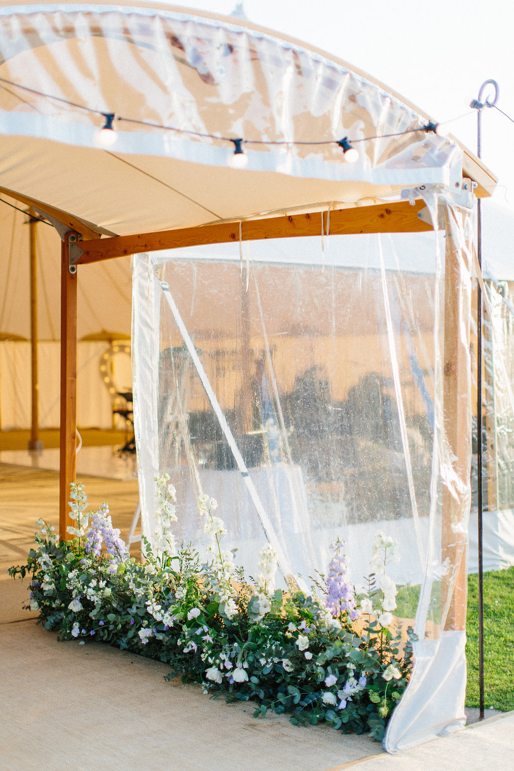 PapaKåta couple Georgina & Steve Sperry Tent Wedding in Barnby Dun, Doncaster captured by Melissa Beattie- Sperry Archway with floral designs by Lucy MacNicoll