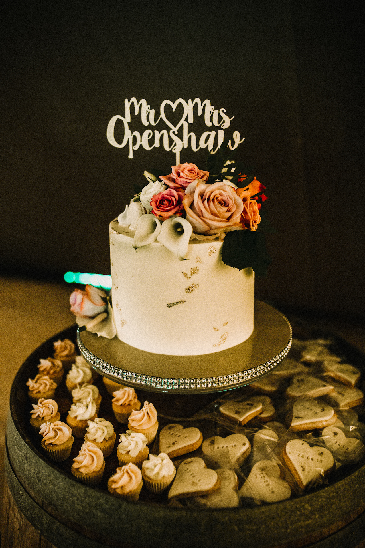 PapaKåta couple Hayley & Luke's Teepee Wedding in Ascott-Under-Wychwood, Oxon captured by Carla Blain Photography- Wedding cake with personalised cake topper