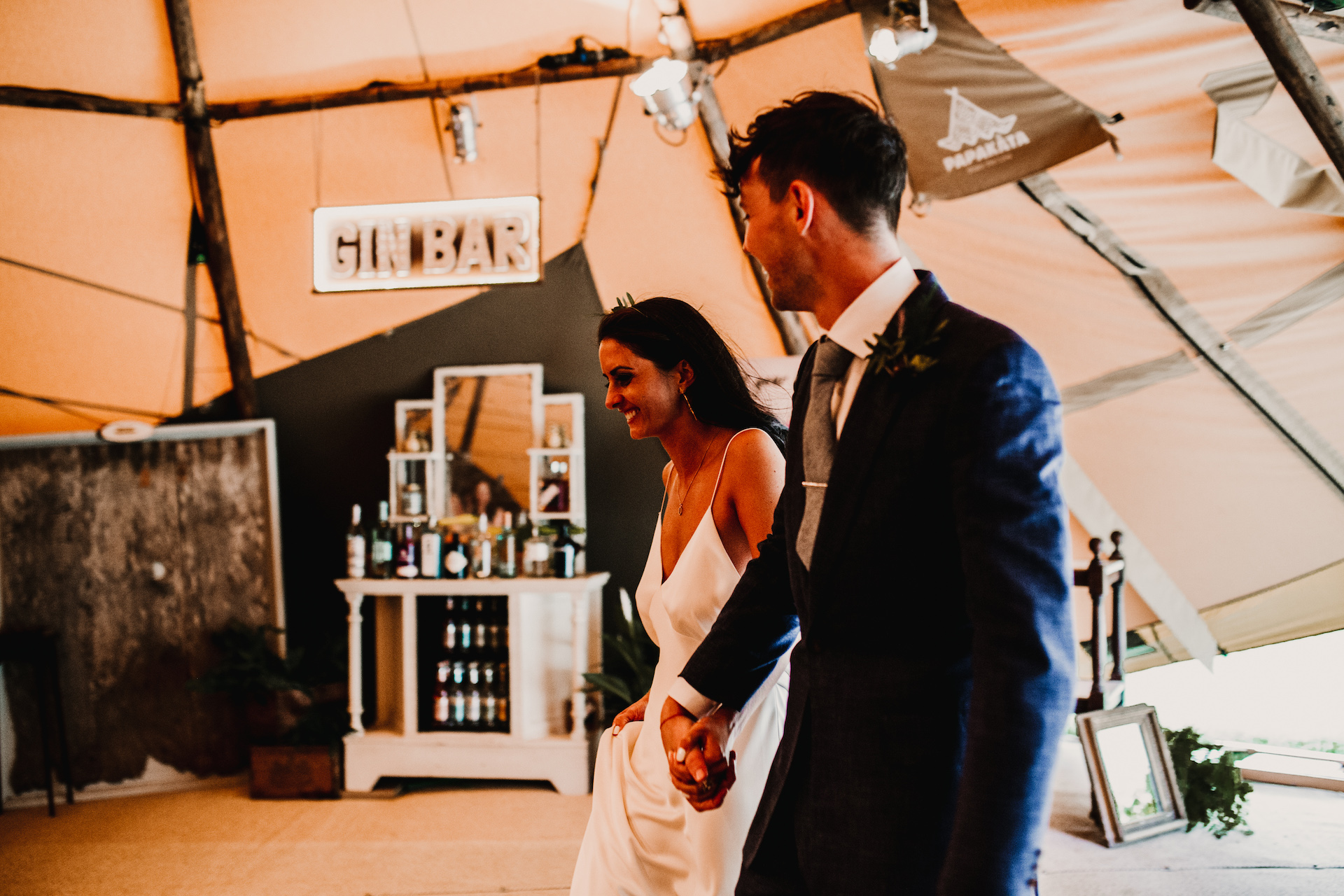 PapaKåta couple Hayley & Luke's Teepee Wedding in Ascott-Under-Wychwood, Oxon captured by Carla Blain Photography- Making an entrance