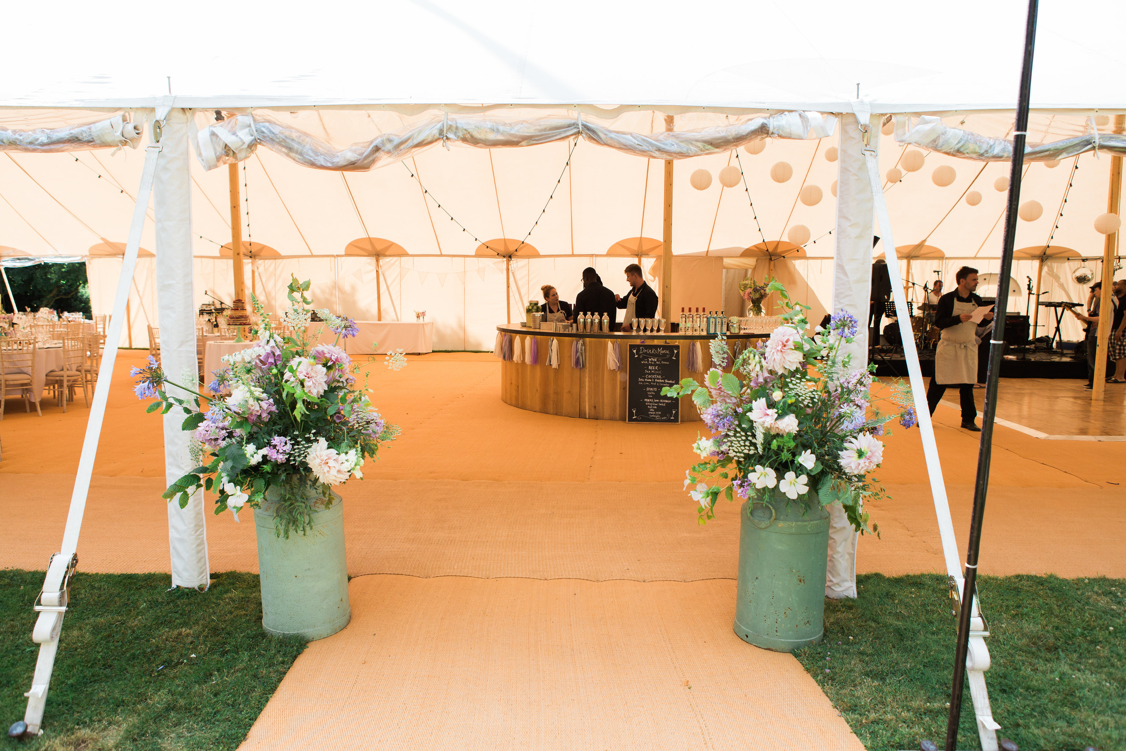 Georgie & Ben's PapaKåta Sperry Tent wedding at Newington House captured by Lucy Davenport: Flowers by Green & Gorgeous Flowers